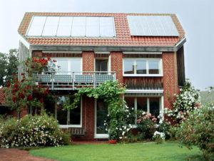 Solardach mit Photovoltaikanlage